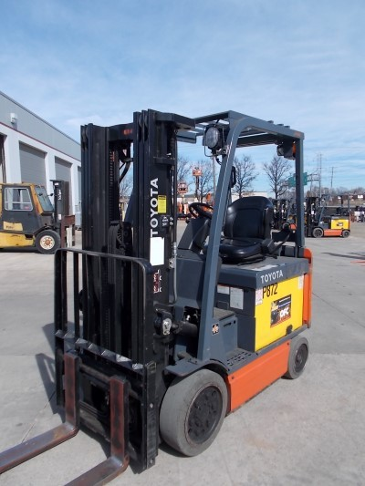 Toyota Forklifts 8FBCHU25 Electric 4 Wheel Sit Down Rider 5000lb Forklift 2011