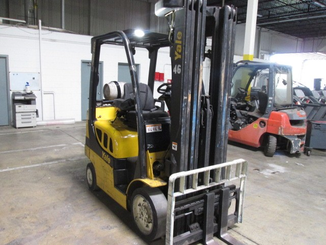 Yale Forklifts GLC050VX 5000lb Solid Cushion Tire Propane Forklift 2011