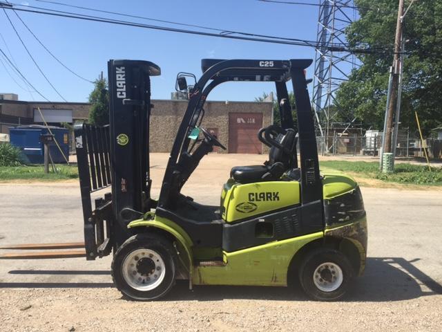 Clark Forklifts C25D 5000lb Pneumatic Tire Diesel Forklift 2011