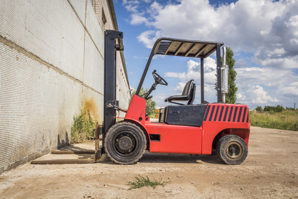 5 Ways to Stay Safe While Operating a Rough Terrain Forklift