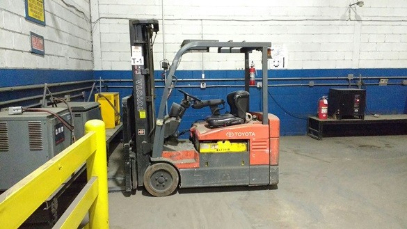 Toyota Forklifts 7FBEU20 3-Wheel Electric Sit Down Rider 4000lb Forklift 2004