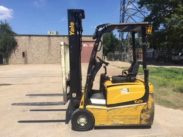 Yale Forklifts ERP030VTN36TE094 Electric 3-Wheel Pneumatic Tire Sit Down Rider Forklift 2012