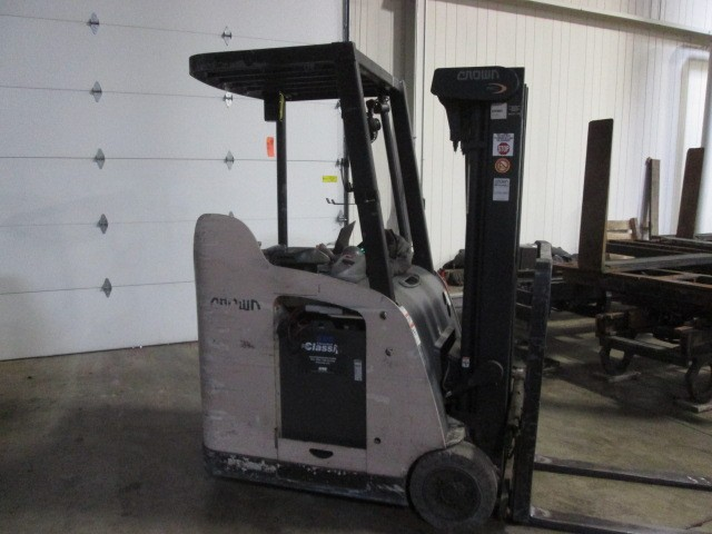 Crown Forklifts Crown RC5530-30 Electric 3000lb Stand Up Rider Counter Balance Forklift 2007