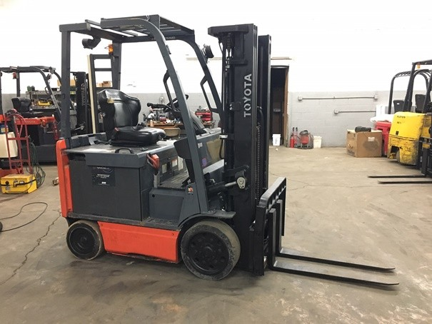Toyota Forklifts 8FBCU25 Electric 4 Wheel Sit Down rider 5000lb Forklift 2013