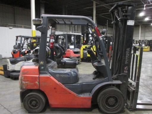Toyota Forklifts 8FGU25 5000lb Pneumatic Tire Propane Forklift 2007