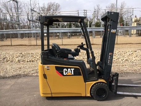 Caterpillar Forklifts 2ETC3500 Electric Sit Down 3-Wheel 3500lb Forklift 2013