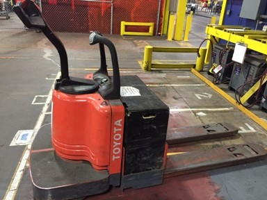 Toyota Forklifts 7HBE30 Electric Walk Behind Rider 6000lb Pallet Trucks 2006