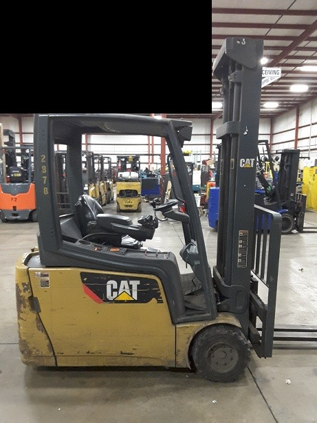 Caterpillar Forklifts 2ET4000 3-Wheel Electric Sit Down Rider 4000lb Forklift 2011