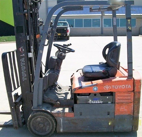 Toyota Forklifts 7FBEU15 3-Wheel Electric Sit Down Rider 3000lb Forklift 2011
