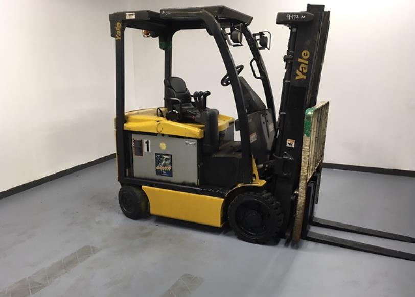 Yale Forklifts ERC050VG Electric 5000lb Sit Down Rider 4 Wheel Forklift 2011