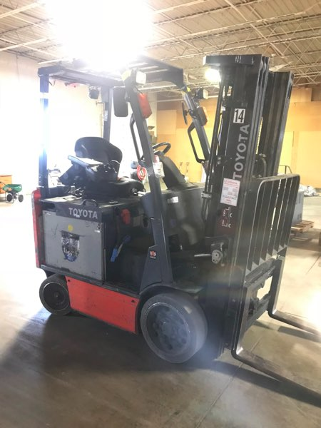 Toyota Forklifts 8FBCU25 Electric 4 Wheel 5000lb Sit Down Rider Forklift 2014