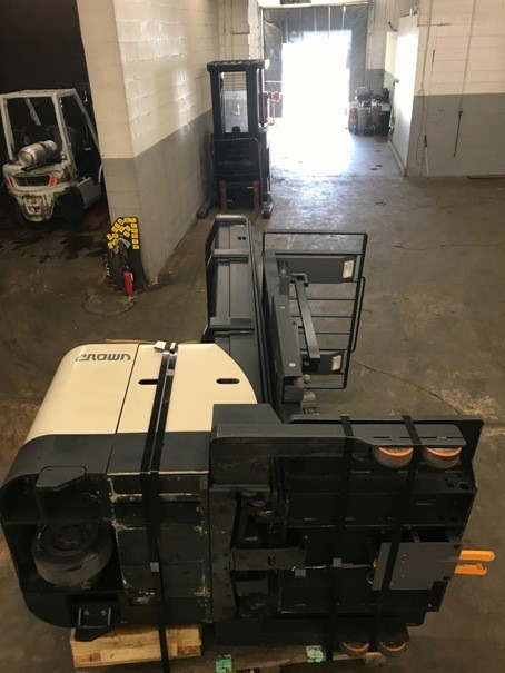 Crown Forklifts SP3520-30 Electric Stand Up Rider 3000lb Wire Guide Order Picker Forklift 2008