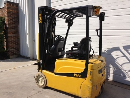 Yale Forklifts ERP035VT Electric 3500lb Sit Down Rider 3-Wheel Forklift 2015