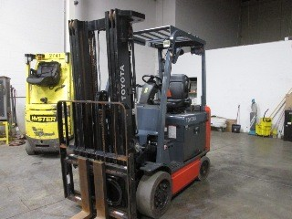 Toyota Forklifts 8FBCU30 Electric 4 Wheel Sit Down Rider 6000lb Forklift 2013