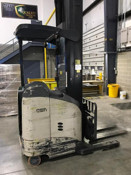 Crown Forklifts RD5795S-30 Electric Stand Up Rider 3000lb Double Reach Forklift 2010