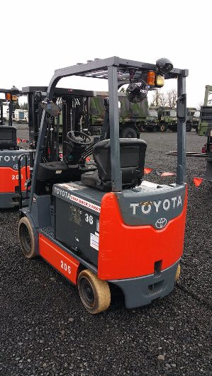 Toyota Forklifts 8FBHCU25 5000lb Sit Down Rider 4 Wheel Electric Forklift Quad 4 Stage Mast 2013