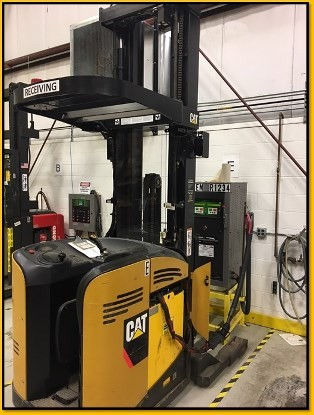 Caterpillar Forklifts NR4500P Narrow Aisle 4500lb Stand Up Rider Reach Forklift 2008