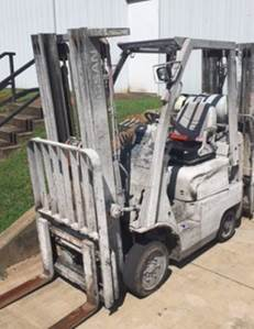 Nissan Forklifts CF30 3000lb Cushion Solid Tire Warehouse Style Propane Forklift 2012