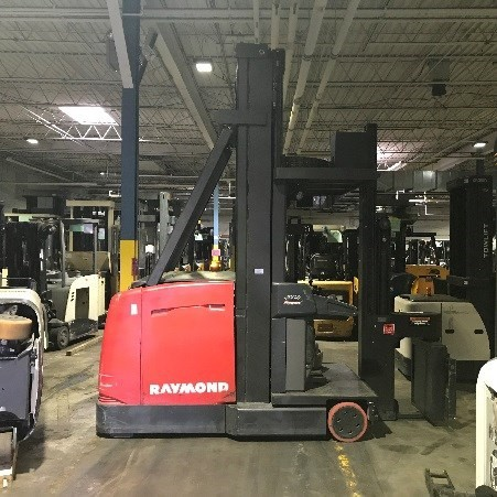 Raymond Forklifts 960-CSR30T 3000lb Very Narrow Aisle Articulating Swing Reach Truck 2012