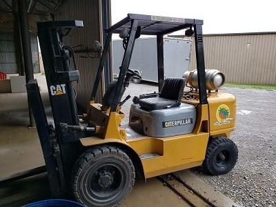 Caterpillar Forklifts GP30K Pneumatic Tire 6000lb Propane Forklift 2003