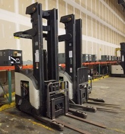 Crown Forklifts RD5220-30 Stand Up Rider Electric 3000lb Double Reach Forklift 2003