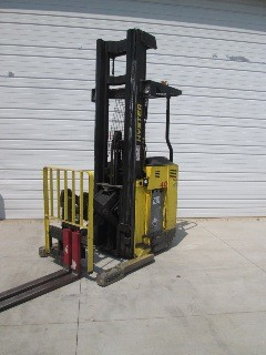 Hyster Forklifts N40XMR3 Electric Stand Up Rider 4000lb Reach Forklift 2005