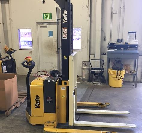 Yale Forklifts MSW025 Electric 2500lb Walk Behind Straddle Stacker Truck 2016