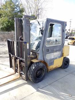 Caterpillar Forklifts DP30K Pneumatic Tire 6000lb Diesel Forklift 2000