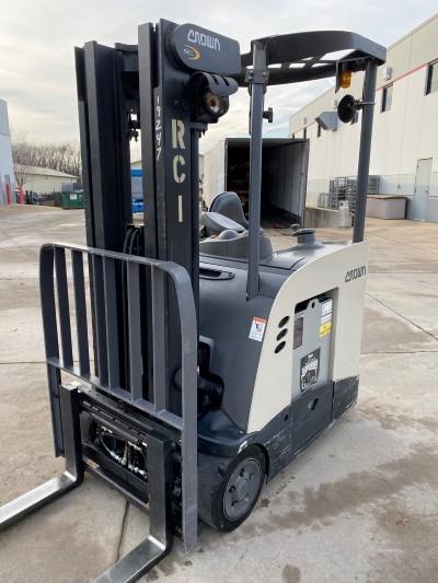 Crown Forklifts RC5530-35 Electric 3500lb Stand Up Rider End Control Counter Balance Forklift 2014