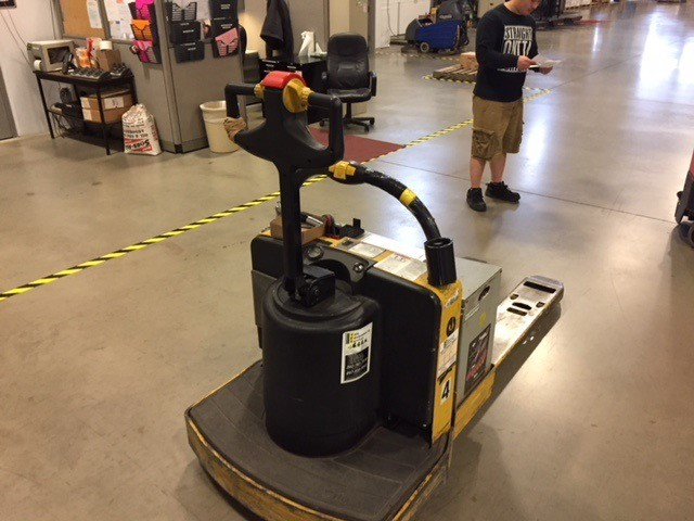 Yale Forklifts MPE060 Electric 6000lb Walk Behind Rider Pallet Trucks 2008