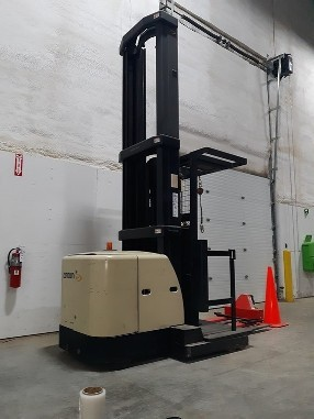 Crown Forklifts SP3450H-30 Electric 3000lb Narrow Aisle Man Up Order Picker Forklift 2006