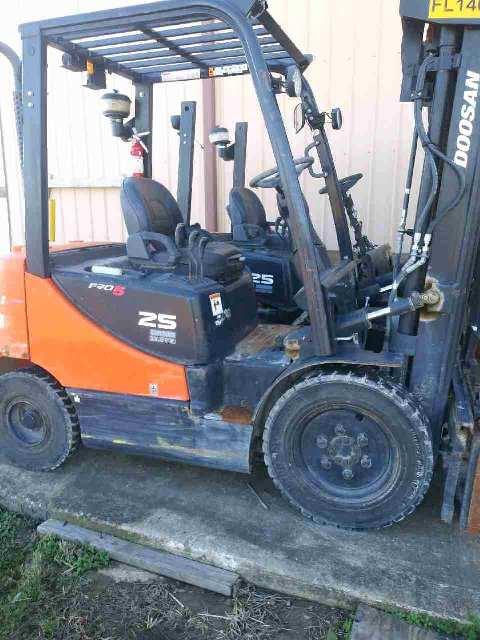 Doosan Forklifts D25S-5 Pneumatic Tire 5000lb Diesel Forklift 2013