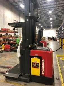 Raymond Forklifts EASIOPC30TT Stand Up Rider 3000lb Wire Guide Man Up Order Picker Forklift 2004