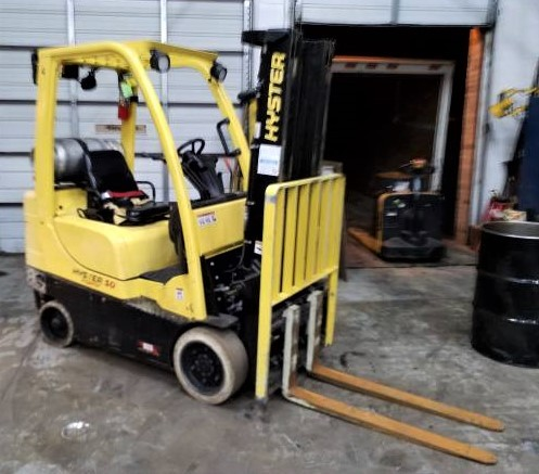 Hyster Forklifts S40FT 4000lb Warehouse Style Cushion/Solid Tire Propane Forklift 2013