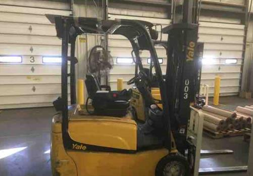 Yale Forklifts ERP040VT 3-Wheel Sit Down Rider Electric 4000lb Warehouse Narrow Aisle Forklift 2012