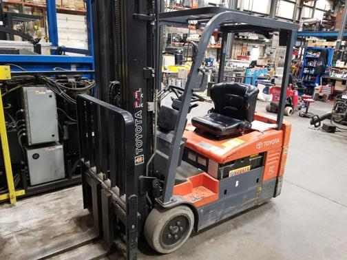 Toyota Forklifts 7FBEU20 3-Wheel Sit Down Rider Electric 4000lb Narrow Aisle Warehouse Forklift 2008