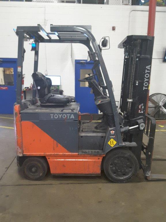 Toyota Forklifts 8FBCU25 EE Rated Electric 5000lb Sit Down Rider Warehouse Forklift 2017