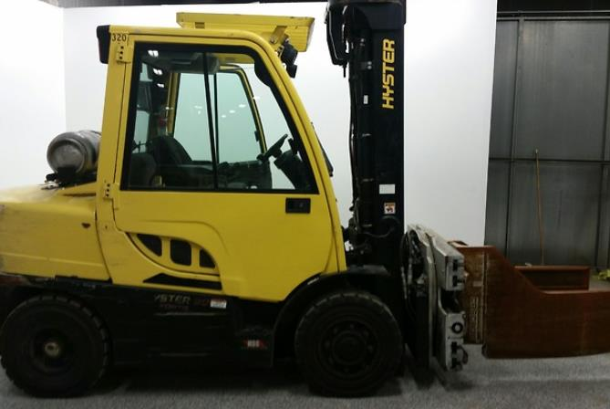 Hyster Forklifts H90FT 4.5 Ton 9000lb Pneumatic Tire Propane Fuel Outdoor Forklift With Cab 2015