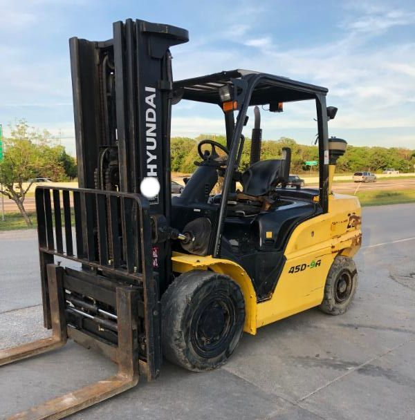 Hyundai Forklifts 45D-9A Diesel Fuel Pneumatic Tire 10,000lb Outdoor Forklift 2016