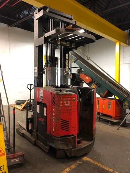 Raymond Forklifts EasiDR30TT Electric Narrow Aisle 3000lb Double Reach Forklift 1999