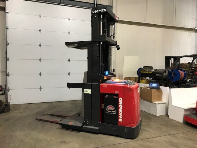 Raymond Forklifts 550OPC30TT Narrow Aisle Stand Up Rider 3000lb Order Picker Forklift 2011