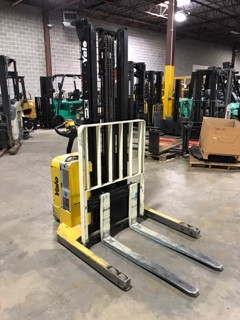 Yale Forklifts MSW040 Electric Walk Behind Straddle 4000lb Stacker Truck 2009