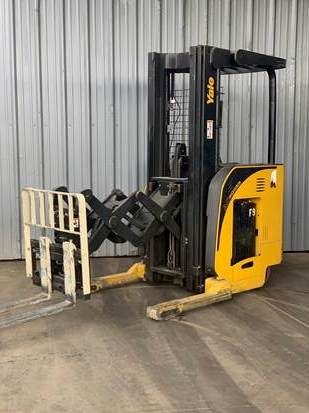 Yale Forklifts NDR035NM36TE095 Electric 3500lb Narrow Aisle Stand Up Rider Double Reach Forklift 2009