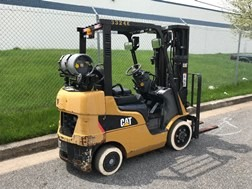 Cat 2C5000 propane fuel warehouse style 5000lb cushion/solid non marking tire forklift