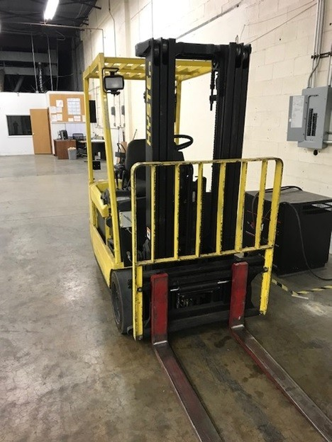 Hyster J40XMT electric 4000lb sit down rider 3 wheel narrow aisle warehouse forklift
