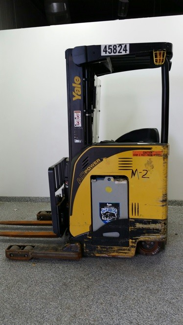 Yale NR035 electric narrow aisle stand up rider 3500lb reach forklifts
