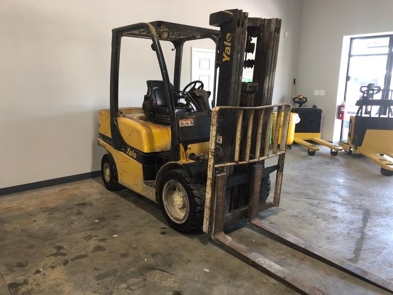 Yale GDP060VX 6000lb pneumatic tire outdoor forklift with diesel fuel.