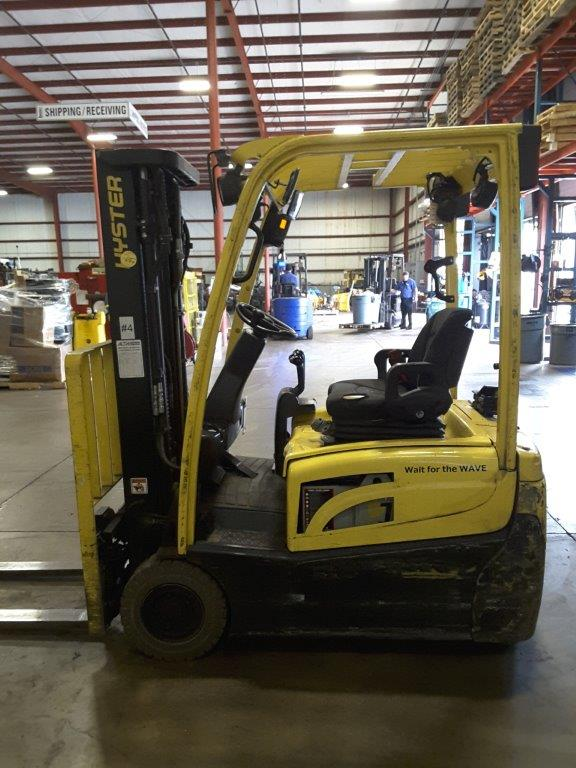 Hyster J35XT electric 3 wheel sit down rider 3500lb narrow aisle forklift