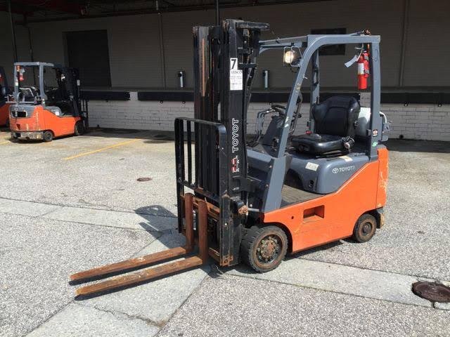 Toyota 8FGCU15 3,000lb propane fuel 4 wheel sit down rider indoor warehouse forklift