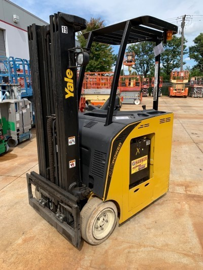 YALE ESC040ACN36TE084 electric stand up rider counterbalanced end control 4000lb warehouse lifts.
